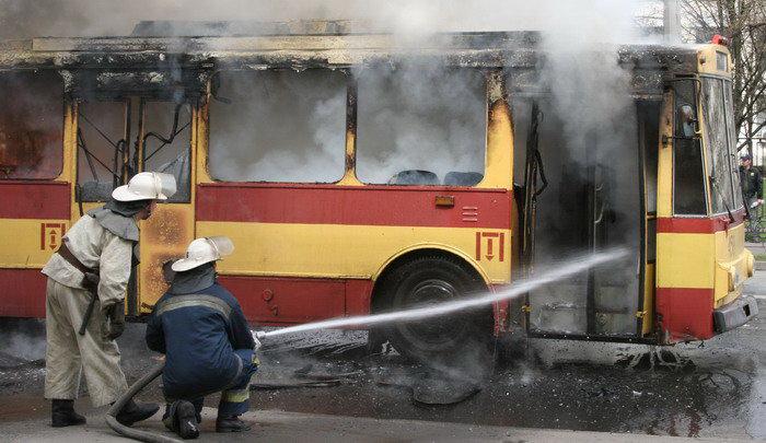 Пожар в троллейбусе. Репортажный фотограф Киев Дмитрий Бартош