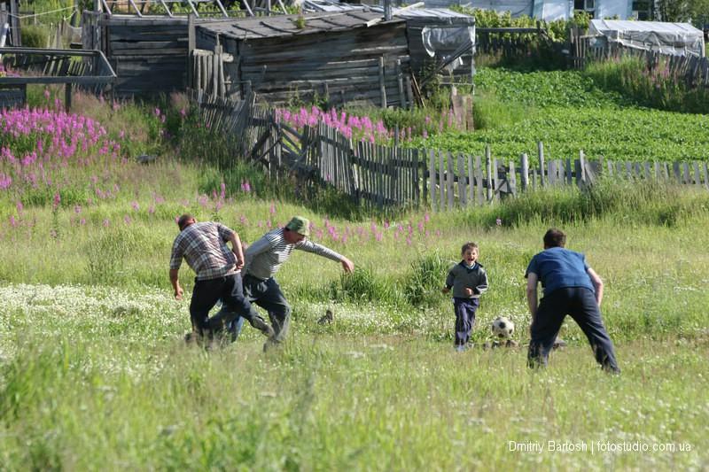 Игры во дворе. Марчекан. Фотограф Дмитрий Бартош