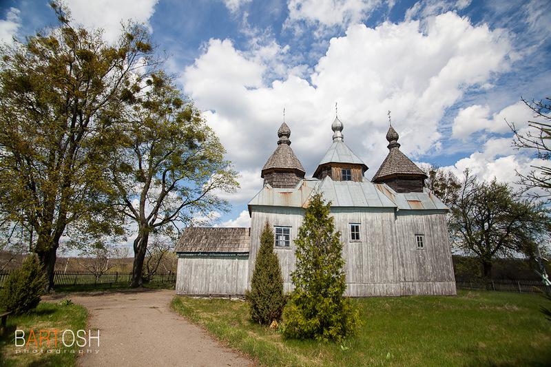 Фото деревянного храма в селе Пугачевка, Уманский район, Черкасская область. Фотобанк Украины