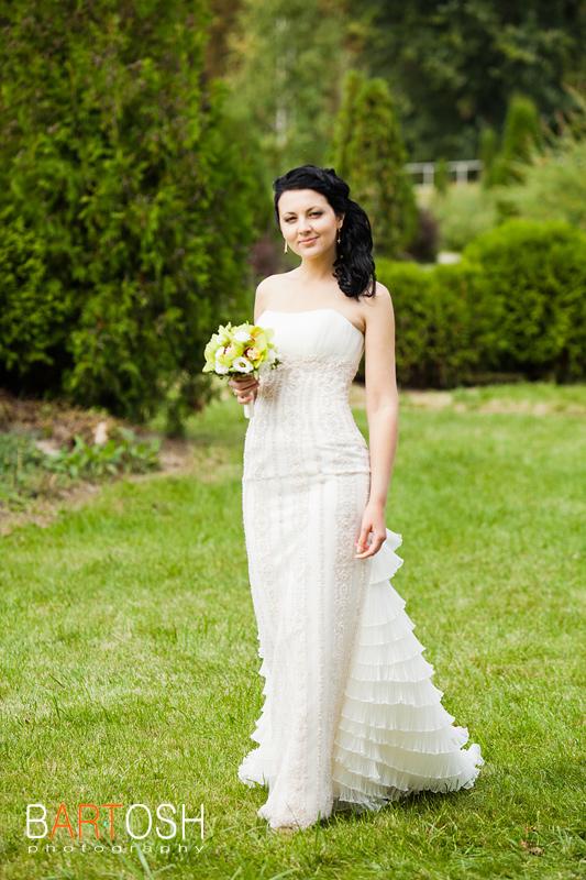 Облегающее свадебное платье. Свадебный фотограф Дмитрий Бартош