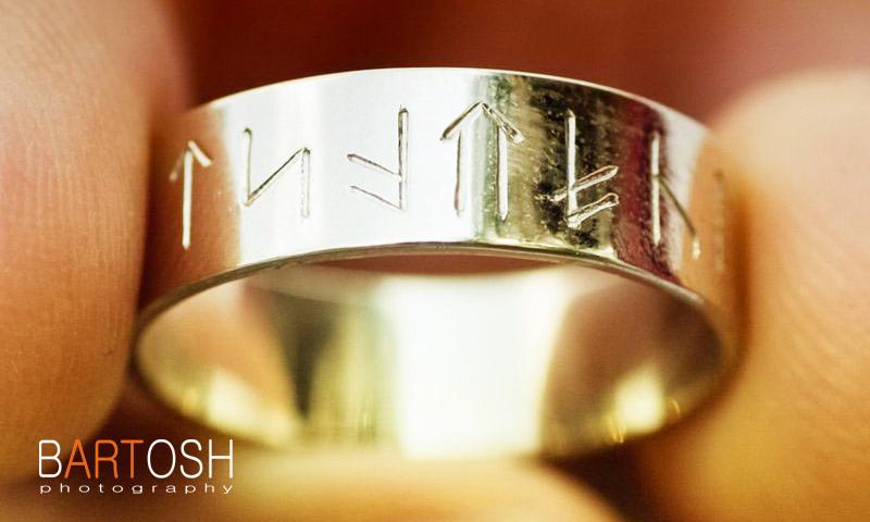 Свадебное кольцо с рунами