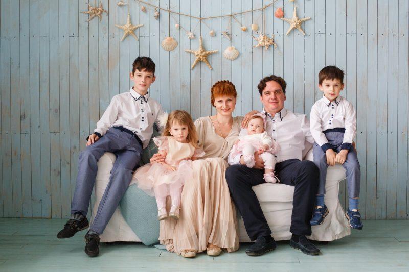 Фотосъемка большой семьи в студии Киева